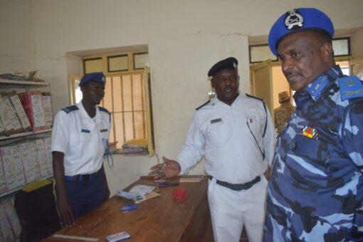 مدير شرطة جنوب كردفان يتفقد وحدتي المرور والأدلة الجنائية