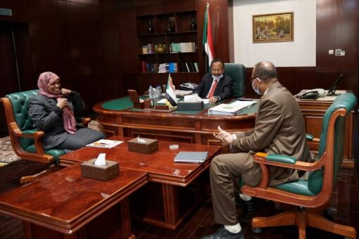 د. حمدوك يلتقي والية نهر النيل