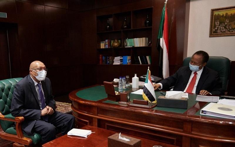 د.حمدوك يطلع على الوضع الصحي العام لجائحة كورونا