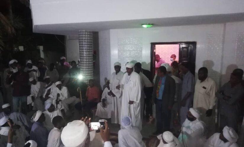 وفد من الحزب الإتحادي يزور موسى هلال