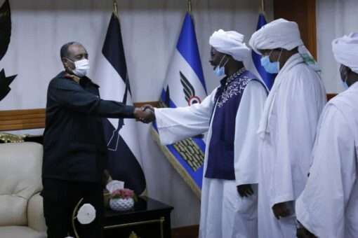 رئيس مجلس السيادة الإنتقال يلتقي وفد قبيلة الكبابيش