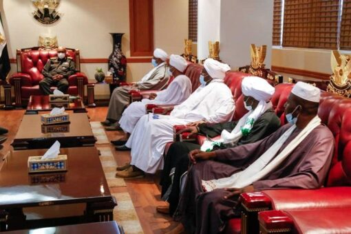 البرهان يؤمن على دور الطرق الصوفية في تعزيز القيم المجتمعية