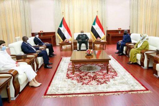 رئيس مجلس السيادة يلتقي المدير القطري للبنك الدولي