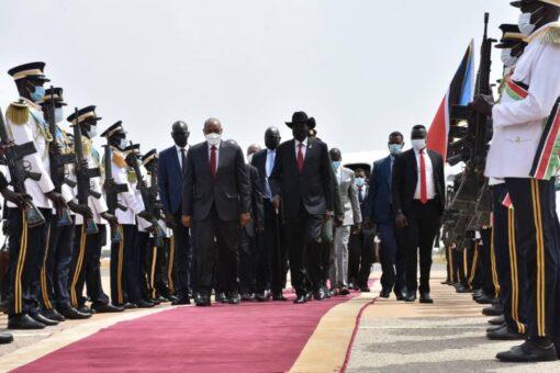 رئيس مجلس السيادة الإنتقالي يصل جوبا