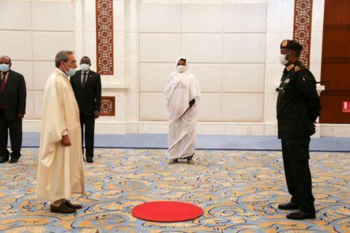 البرهان يتسلم أوراق إعتماد سفير الجمهورية التونسية