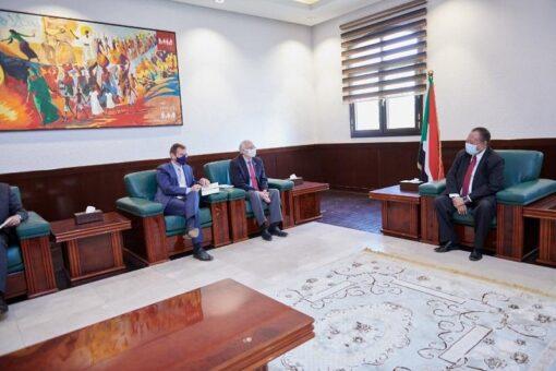 حمدوك يلتقي المبعوث الأمريكي الخاص للسودان وممثل الإتحاد الأوروبي