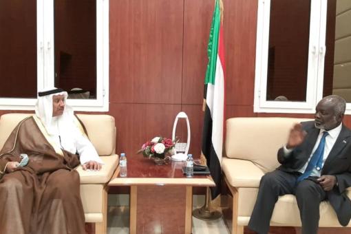 د.جبريل والقنبدي يبحثان زيادة الاستثمارات الكويتية بالسودان