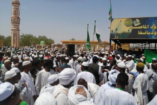 دقلو من عمارة الشيخ هجو .. يشيد بالطرق الصوفية