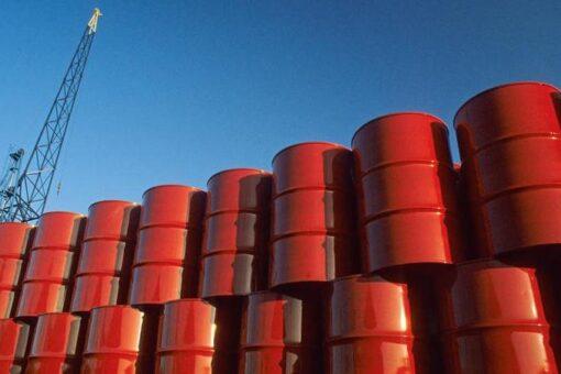 محلل اقتصادي يدعو شركات توزيع البترول للالتزام بتسعيرة المالية