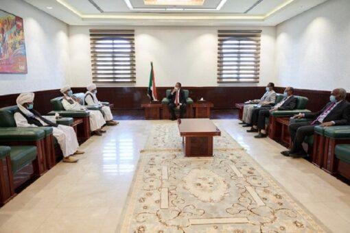 حمدوك يجدد إهتمام الحكومة بمعالجة قضايا شرق البلاد