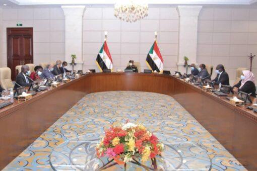 البرهان يثني بدعم الاتحاد الأفريقي ومجلس السلم التابع له، للسودان