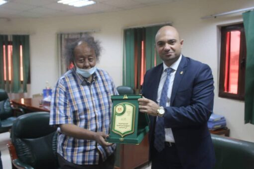 رئيس اتحاد الكرة يستقبل القنصل العام المصري