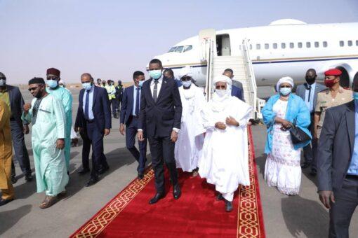 النائب الأول لرئيس مجلس السيادة يصل نيامي عاصمة جمهورية النيجر