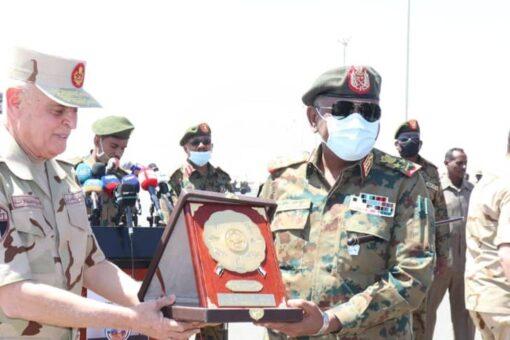 رئيس أركان القوات المصرية يؤكد أهمية العمل المشترك لمواجهة التحديات