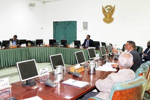 اللجنة الوزارية لمعالجة الضائقة المعيشية توجه بحل أزمة الوقود