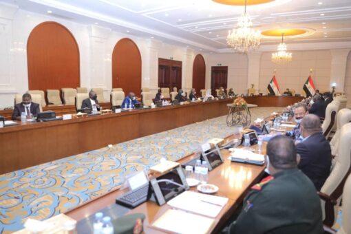 مجلس الأمن والدفاع يؤمن على إعلان حالة الطوارئ بالجنينة