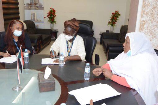 وزيرة العمل والاصلاح الاداري تؤكد اهتمامها بقضايا المراة
