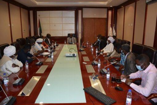 وزير الطاقة والنفط:جهود للوزارة في مجال الكهرباء والطاقات البديلة والمتجددة