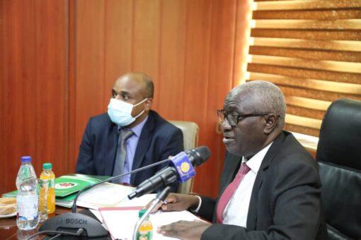 وزير التنمية الاجتماعية يقِف على الخدمات التي يُقدّمها مصرف الادّخار