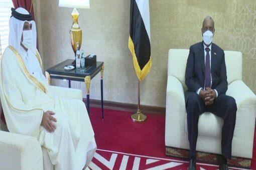 البرهان ورئيس الوزراء القطري يبحان العلاقات الثنائية بين البلدين