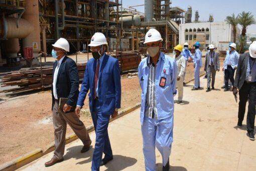 وكيل قطاع النفط يتفقد العمل بمصفاة الخرطوم