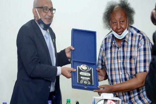 بحث سبل التعاون بين جامعة السودان وإتحاد كرة القدم