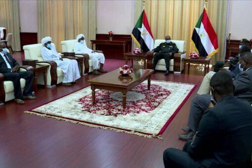 رئيس مجلس السيادة يلتقي وفد قبيلة المعاليا بولاية شرق دارفور