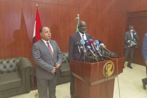 جبريل : تجربة مصر في التحول الإقتصادي مفيدة للسودان