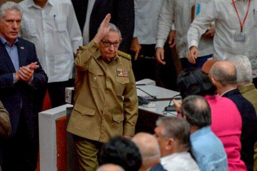 خطوة تاريخية:راؤول كاسترو يتنحى عن رئاسة الحزب الشيوعي الكوبي