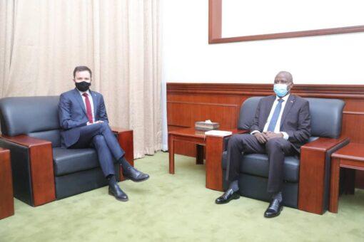 عضو مجلس السيادة د.الهادي إدريس يلتقي بمستشار رئيس الوزراء البولندي