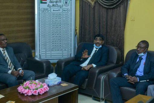 وزير الصناعة يجتمع مع مدير المؤسسة التعاونية الوطنية