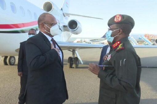 الفريق إبراهيم جابر يعود إلى البلاد بعد زيارة لأنغولا