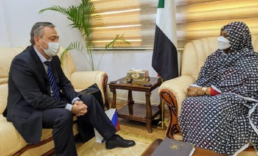 وزيرة الخارجية تستقبل السفير الروسي