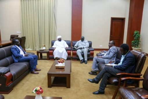 عقار يلتقي بوفد لجنة تفكيك نظام الثلاثين من يونيو