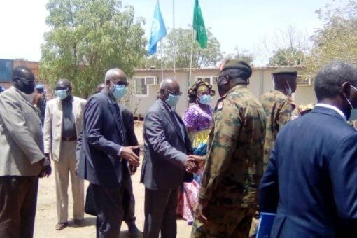 والي وسط دارفور يتسلم مقار من اليوناميد