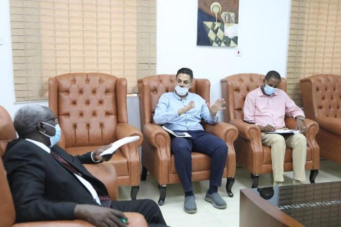 وزير التنمية الاجتماعيّة يبحَثُ سبُل التعاون مع جمعية قطر الخيريّة