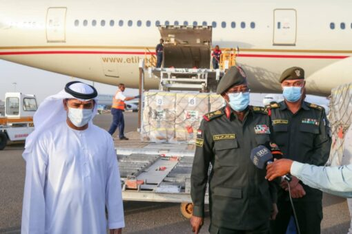 وصول طائرة مساعدات غذائية إماراتية للسودان