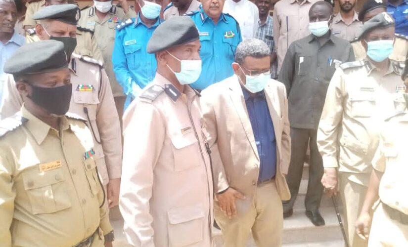 والي الخرطوم يشيد بمهنية واحترافية الدفاع المدني