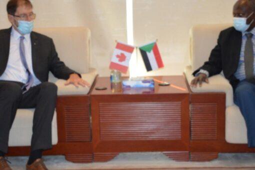 السودان وكندا يبحثان تطوير التعاون فى صناعة النفط والغاز