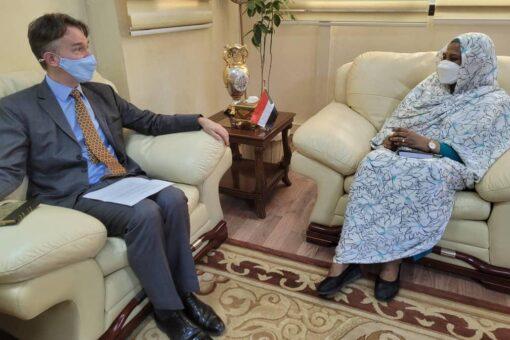 وزيرة الخارجية تلتقي القائم بالأعمال بالسفارة البريطانية بالخرطوم