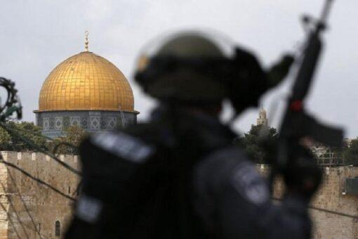 رغم الهدنة ..الجيش الإسرائيلي يقتحم المسجد الأقصى ويعتقل حارسه