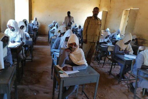 وزير الصحة المكلف يقرع جرس امتحانات مرحلة الأساس بسنار