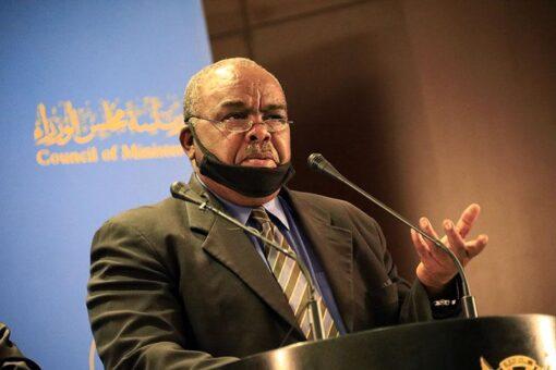 وزير التجارة يقف ميدانيا على اسعار السلع بسوق ابو حمامة