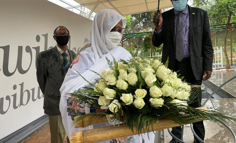 وزيرة الخارجية تزور متحف الإبادة الجماعية بكيغالي