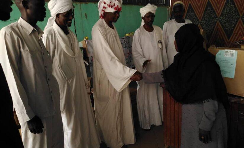 والي النيل الأزرق يدشن سلة رمضان لدعم الأسر الفقيرة