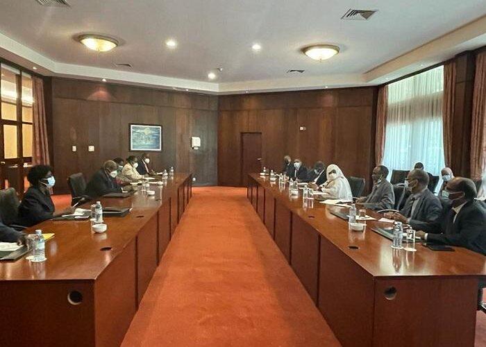 وزيرة الخارجية تجري مشاورات ثنائية مع نظيرها الأوغندي بكمبالا