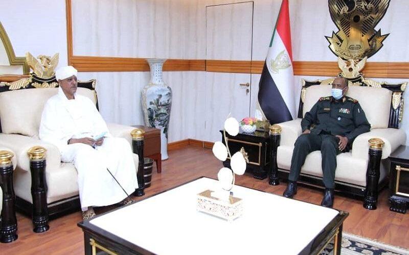 رئيس مجلس السيادة يلتقي بالشيخ موسى هلال