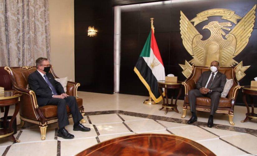 البرهان يلتقي مبعوث الرئيس الأمريكى الخاص للقرن الإفريقي