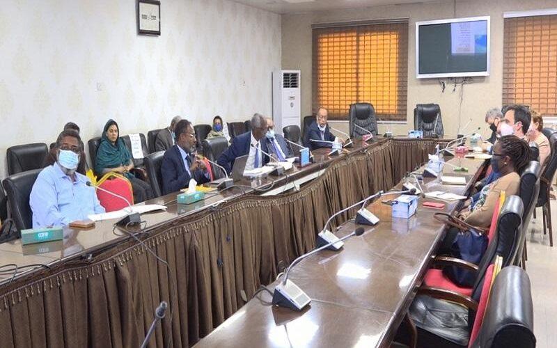 وزير الري يلتقي بالمبعوث الأمريكي للقرن الأفريقي