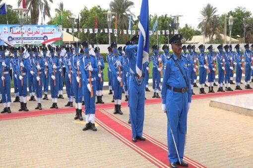وزير الداخلية الشرطة تطلع بدور عالي في الحفاظ على الأمن